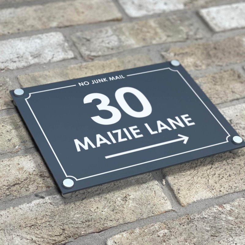 Maizie  (optional arrow and border)
